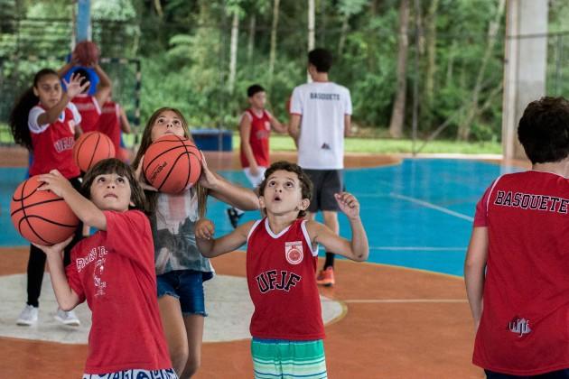 Faefid-UFJF anuncia festival de mini-basquete. Treinos empolgam a garotada