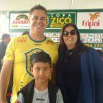 Léo Beire com a presidente do Tupi, Myrian Fortuna, e o afilhado dela, Lucas