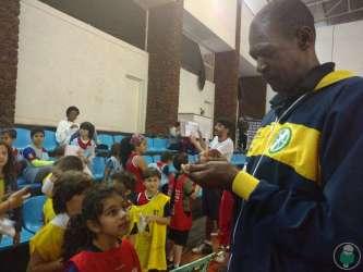 Gerson em quadra e ginásio cheio de vida: o basquete pulsa com vibração