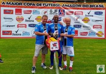 Goleiro João Batista (centro) foi eleito o melhor da final