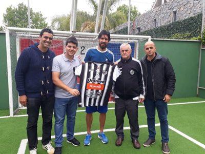 Confirmado: Loco Abreu chega terça ao Athletic!