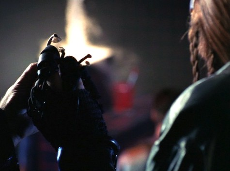 Farscape, Into the Lion's Den I: Lambs to the Slaughter, D'Argo