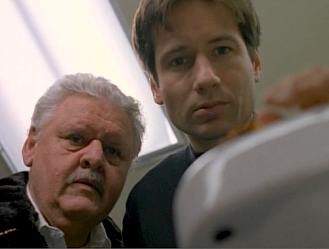 Rewatching X-Files episode War of the Coprophages