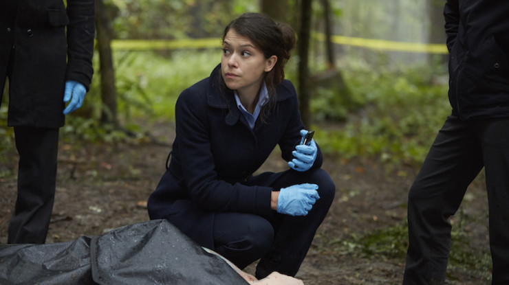 """Orphan Black 4x01 """"The Collapse of Nature"""" television review Beth Childs"""