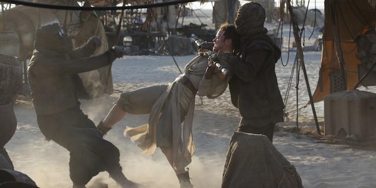 Star Wars: The Force Awakens, Rey staff fighting