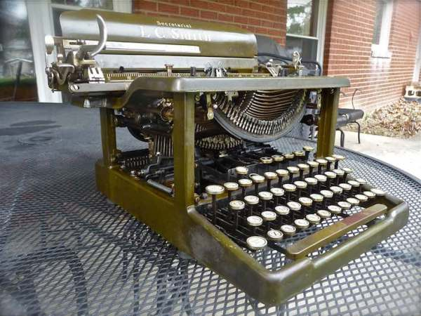 Greatly despised are the key-choppers who cut the keys from vintage typewriters to sell for making jewelry. This non-functioning L. C. Smith (1930) is a prime target. Help save the typewriters! If the keys are worth chopping, the typewriter itself can probably be repaired.
