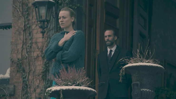 """The Handmaid's Tale 1x10 """"Night"""" television review season finale"""