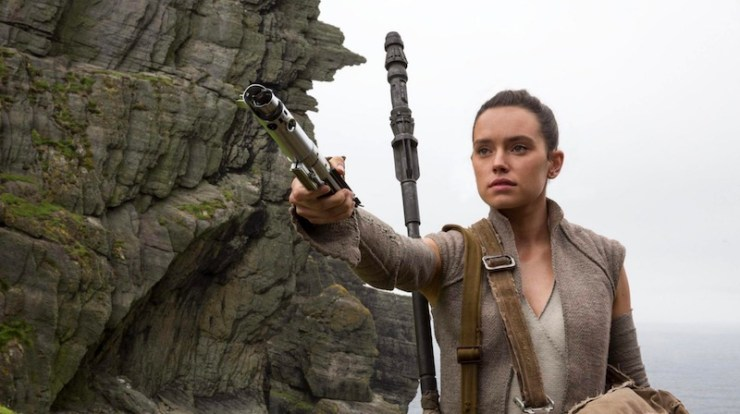 Rey, Force Awakens, lightsaber