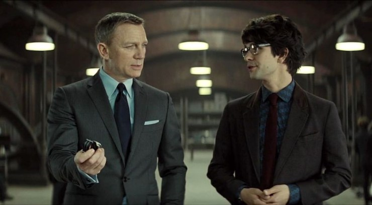 Q talking to 007 in Spectre