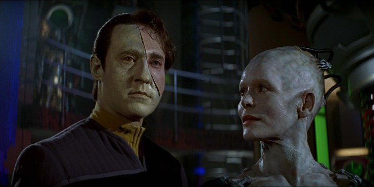 Data (Brent Spiner) and the Borg Queen (Alice Krige) in Star Trek: First Contact