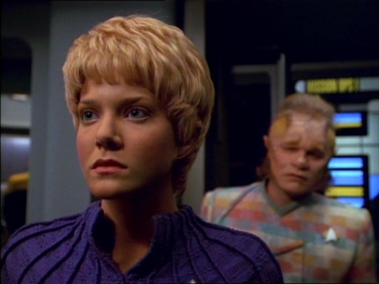 Kes (Jennifer Lien) and Neelix (Ethan Phillips) in Star Trek: Voyager