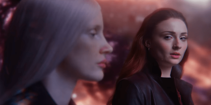 Vux (Jessica Chastain) and Jean Grey (Sophie Turner) in X-Men: Dark Phoenix