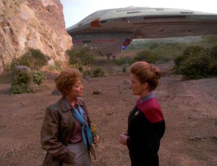 Amelia Earhart (Sharon Lawrence) and Captain Janeway (Kate Mulgrew) in Star Trek: Voyager