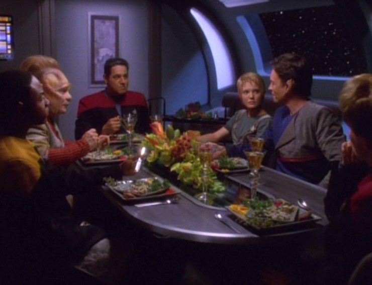 The Voyager crew sits around a table in Star Trek: Voyager