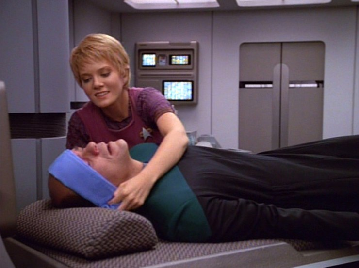 Kes and the EMH in Star Trek: Voyager