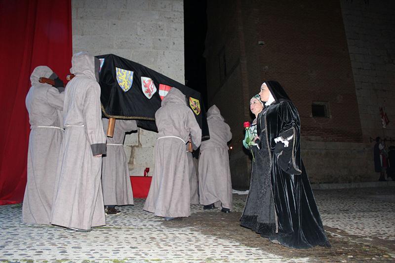 Multitudinaria afluencia en la llegada de la reina Juana I a Tordesillas