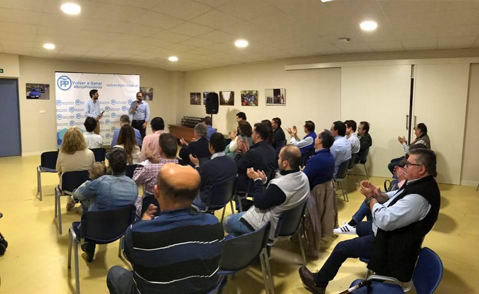 El candidato a presidir el PP en Valladolid recoge el apoyo de los afiliados de Tordesillas
