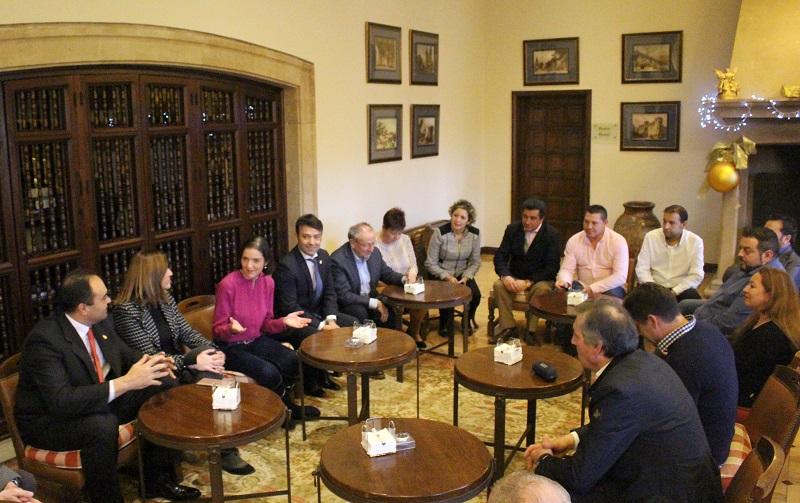 La Ministra de Industria, Comercio y Turismo, Reyes Maroto, escucha las propuestas de los empresarios de Tordesillas