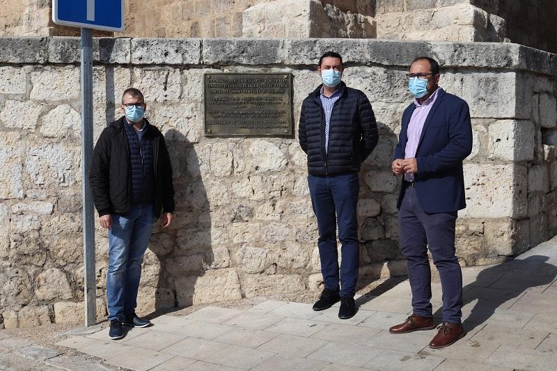 Tordesillas restituye sus placas robadas de monumentos emblemáticos