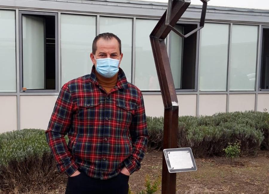 El IES Alejandría inaugura una nueva escultura donada por Lolo Sancho