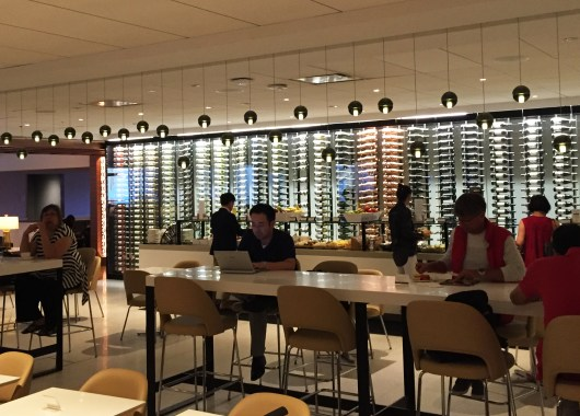 Star Alliance Gold Lounge LAX utsikt mot buffet