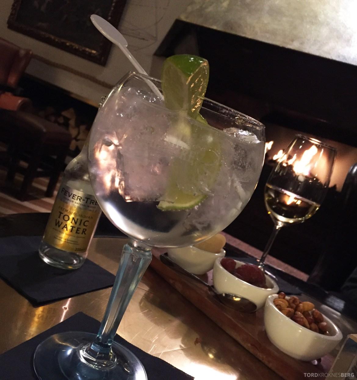 Hilton Amsterdam drink i baren