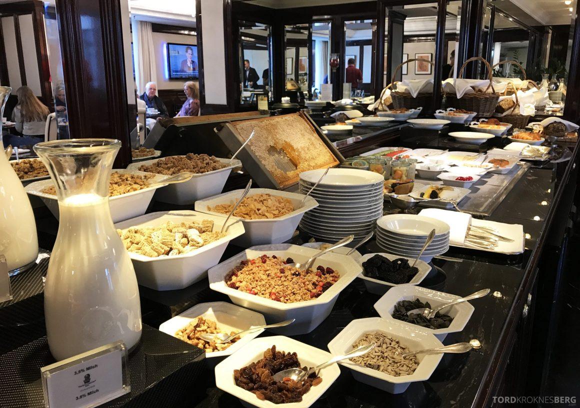 The Ritz-Carlton Berlin Club Lounge frokostblanding