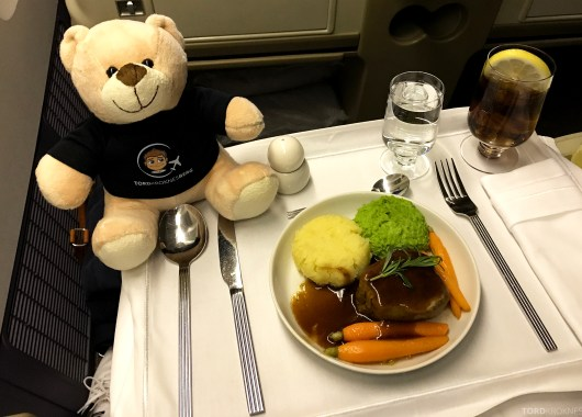 Singapore Airlines Business Class Canberra reisefølget middag
