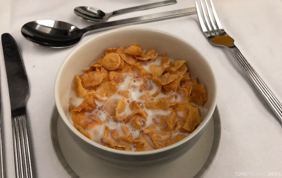 Singapore Airlines Business Class Amsterdam Singapore cornflakes frokost