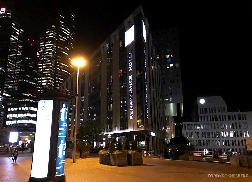 Renaissance La Defense Hotel Paris fasade natt
