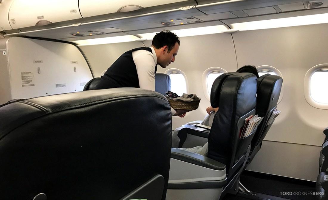 Turkish Airlines Business Class Doha Istanbul Oslo meny utdeling
