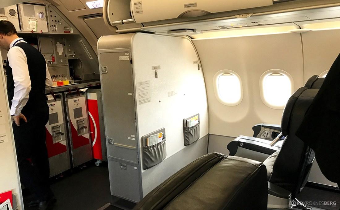 Turkish Airlines Business Class Doha Istanbul Oslo kabin