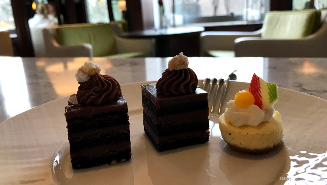 Ritz-Carlton Hotel New York Central Park Club Lounge hors d'oeuvre kake