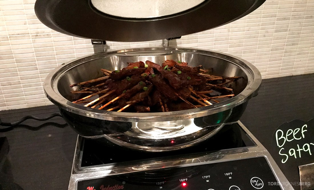 Beverly Hills Marriott Hotel Executive Lounge hors d'oeuvre biff satay
