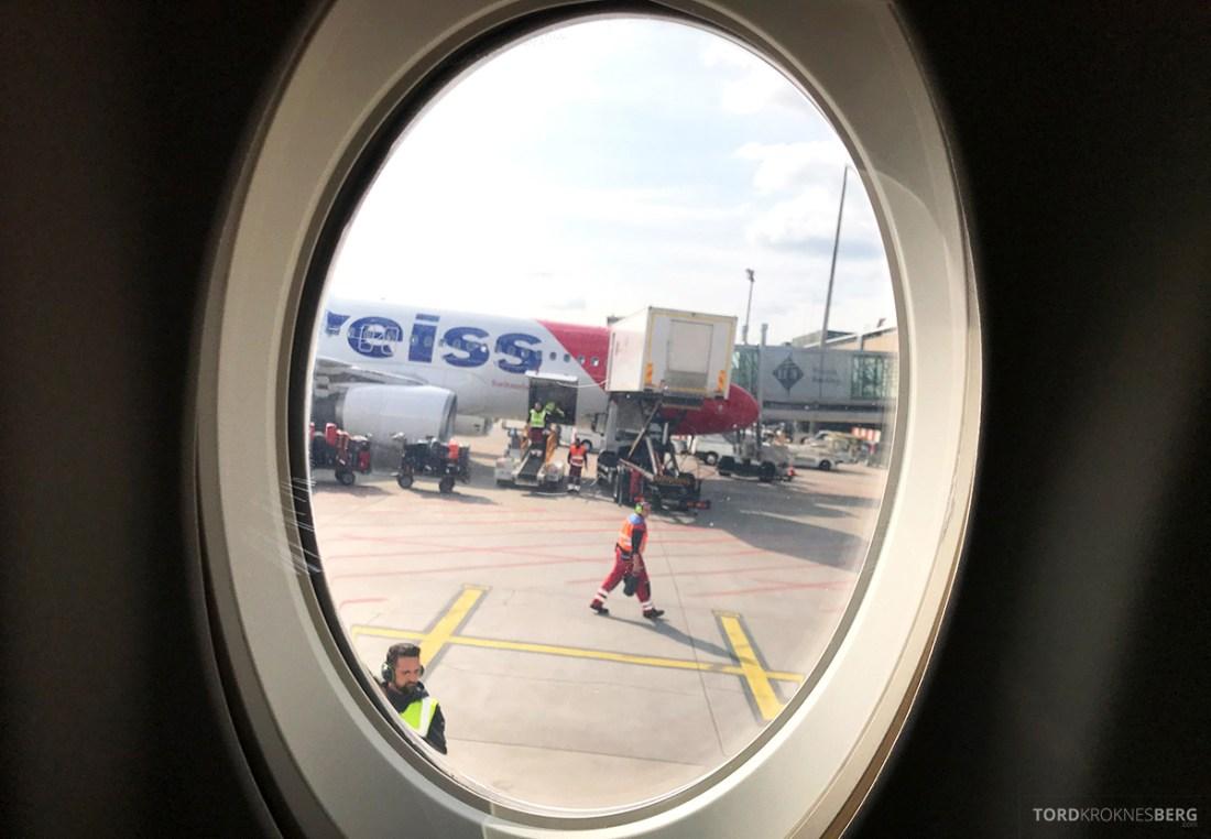 SWISS Economy Class Helvetic Fokker 100 Kiev Oslo vindu