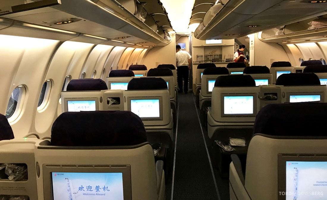 Air China Business Class Stockholm Beijing kabin bakfra