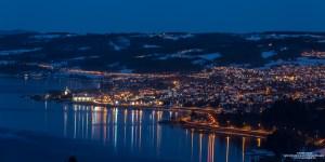 Gjøvik by om natten sett fra Bråstad