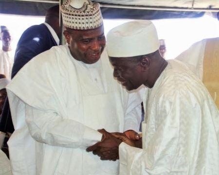 Governor Reconciles With Senator (Photo)