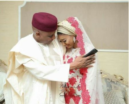 Father Consoled Daughter During Her Wedding (Photos)