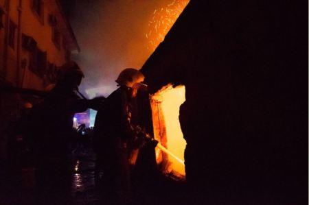 apapp2 - 16-Room Bungalow Razed By Fire In Apapa, Lagos (Photos)