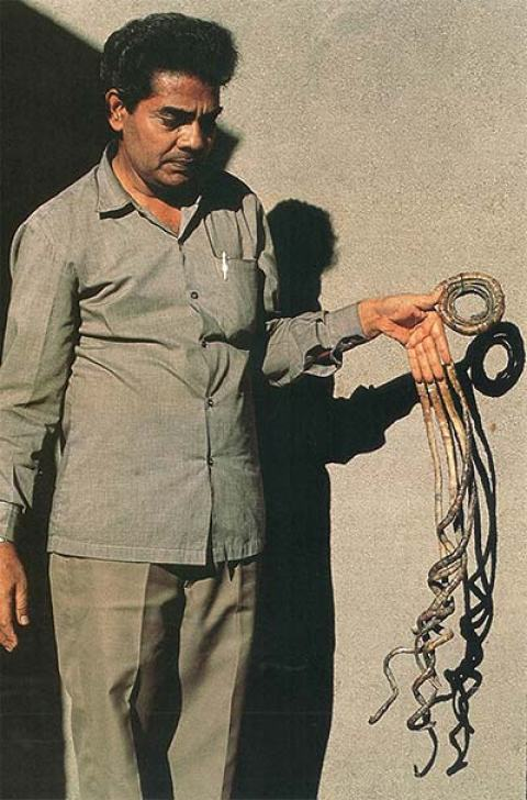 Man With World\'s Longest Fingernails Finally Cuts It After 66 Years ...