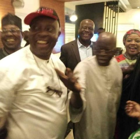 Tinubu Poses With PDP Members In Lagos, After Throwing Away APC Flag During Rally (Photos) 2