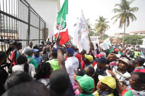 NLC Protests In Lagos Over New Minimum Wage (Photos) 2