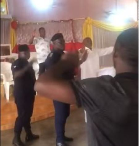 Coronavirus: Moment Police Officers Stormed Church To Arrest Pastor For Conducting church service | Ejes Gist Nigeria