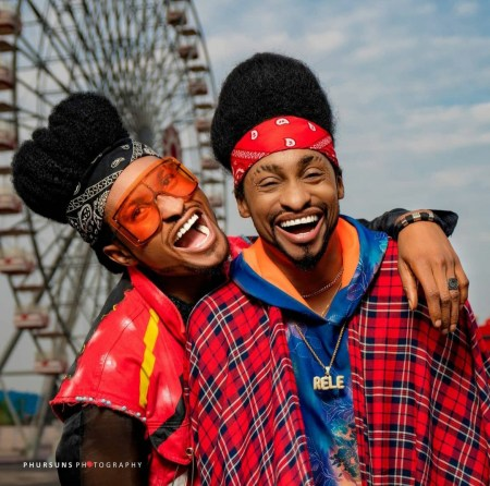 &Quot;Time To Start Questioning Our Parents&Quot; Denrele Declares As He Meets And Poses With His Lookalike (Photos)