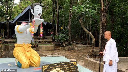 Monk Chops Off His Own Head To Please Buddha (Photo) Thammakorn1
