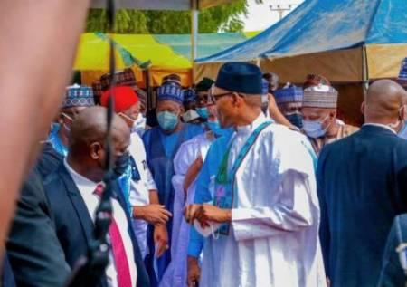 President Buhari Seen Violating Covid-19 Law Prescribing 6-Month Jail Term For Defaulters (Photos)