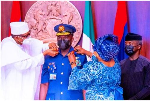 BREAKING: Buhari Decorates New Service Chiefs (Photos)