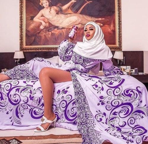 Toyin Lawani posingin sexy Muslim dress