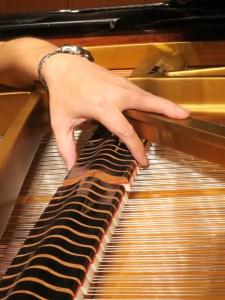 グランドピアノの調整作業